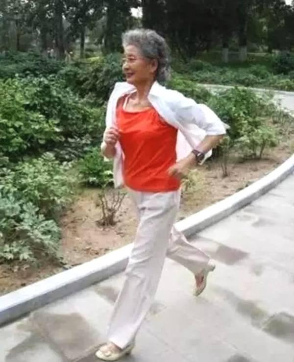 「奶奶跑步」的圖片搜尋結果